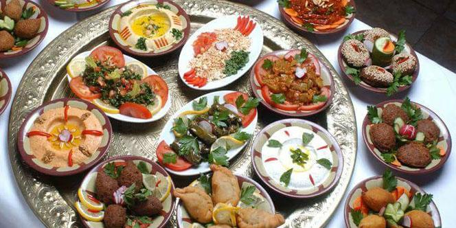 Commandez vos plats libanais chez l'Hibiscus Perpignan 48 heures à l'avance pour déguster de savoureuses spécialités libanaises.