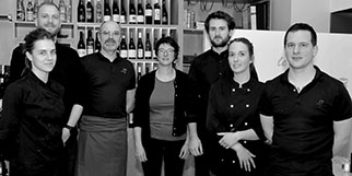 Le restaurant Le 17 à Perpignan présente son chef Frédéric Marchand qui élabore des plats faits maison gastronomiques.(® SAAM-S.Delchambre)