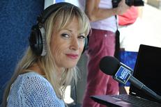 France Bleu Roussillon et ses nombreuses émissions en direct ici en plateau à Saint Cyprien lors de l'Indep France Bleu Tour (® radio france)