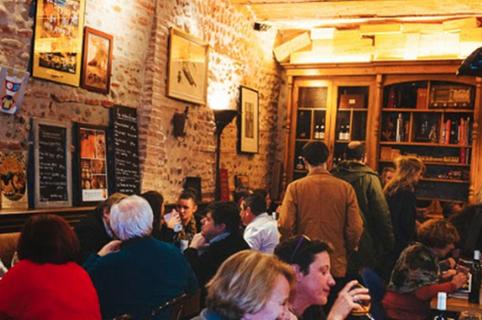 Le Divil est un restaurant à viandes à Perpignan en centre-ville dont l'une des spécialités est de proposer des viandes mâturées et affinées.
