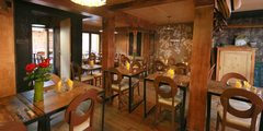 Ambiance d'un restaurant traditionnel comme on en trouve à Perpignan